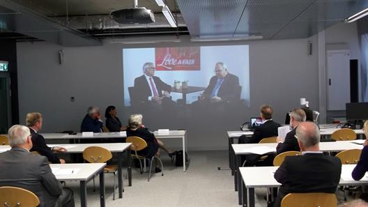 A video is played during the general assembly of the Friends´ Association of the Faculty of Economics.