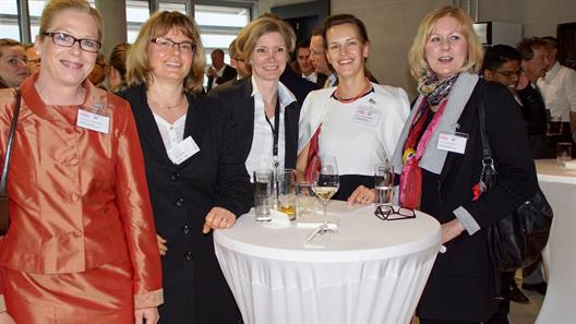 From left to right: Prof. Dr. Anne Christin Kemper; Visiting Professor Dr. Tatjana Steusloff, Christina Lehmann; Prof. Dr. Sabine Otte-Gräbener; Prof. Dr. Heidi Straßburger