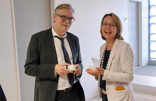 Prof. Dr. Mouna Thiele and the long-term lecturer Günter Högemann