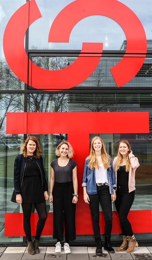 BKM students Julia Weidemann, Laura Sasse-Middelhoff, Jana Wyen and Judith Misterek are finalists of this year's DPRG Junior Award.
