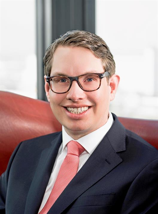 Henrik Lüthge is a lawyer and specialist lawyer for employment law