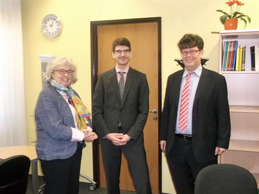 On 09/12/2015, Dr. Tobias Körner (center) as a guest at the Department of Economics. On the left Dean Prof. Dr. Albers, on the right Prof. Dr. Funk.