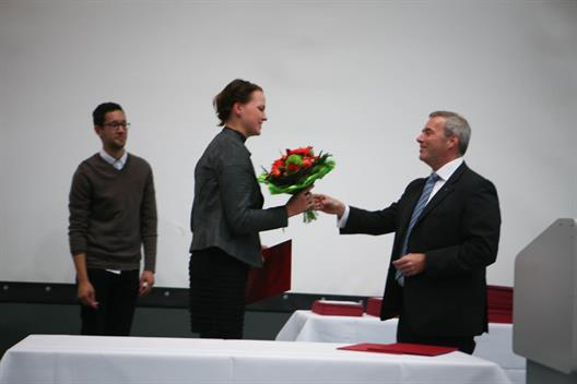One sees how Alexa Küsterameling is awarded for her outstanding total performance by Dr. Stefan Dahmen, Member of the Board of Stadtsparkasse Dusseldorf.