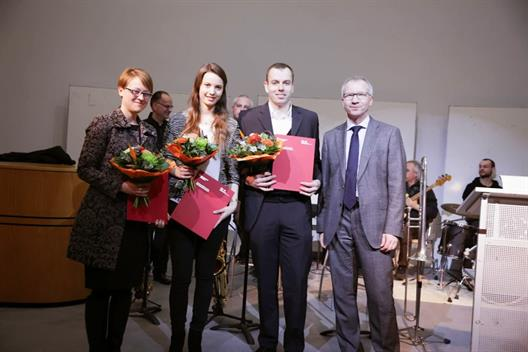 Anke Niewöhner, Vanessa Ahlefeld and Samir Breuer , were honored for their outstanding total performance of Dr. Meyer, a member of the Board of City Savings Bank Dusseldorf.